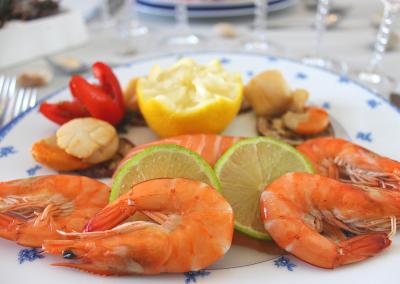 Assiette de crevettes et Saint-Jacques